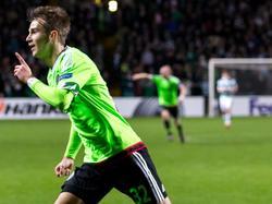 Vaclav Černý scoort zijn eerste goal in de hoofdmacht van Ajax op een cruciaal moment. Vlak voor tijd zet hij de winnende op het scorebord tegen Celtic: 1-2. (26-11-2015)