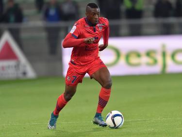 Kévin Mayi heeft balbezit tijdens het competitieduel AS Saint-Étienne - Ajaccio (17-10-2015).