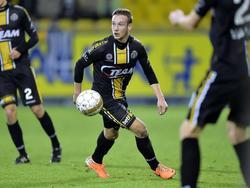 Alexander Corryn probeert het overzicht te houden tijdens de wedstrijd van Sporting Lokeren tegen AA Gent. (17-12-2014)