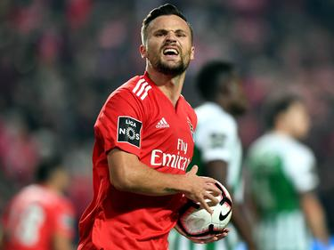 Haris Seferovic celebra un tanto con la camiseta de Benfica. (Foto: Imago)