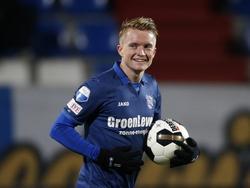 Met een brede glimlach neemt Sam Larsson de bal mee terug naar de middenstip. De Zweed dacht zelf de 1-1 te scoren tegen Willem II, maar het was uiteindelijk een eigen doelpunt. (16-12-2016)
