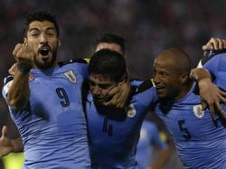 Suárez, Federico Valverde y Carlos Sánchez celebran un gol celeste. (Foto: Imago)