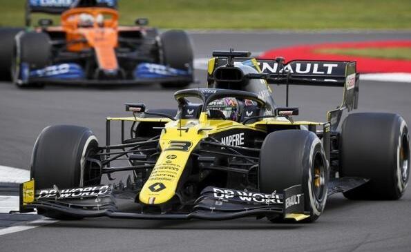 Daniel Ricciardo setzte sich in Silverstone im Infight gegen Lando Norris durch
