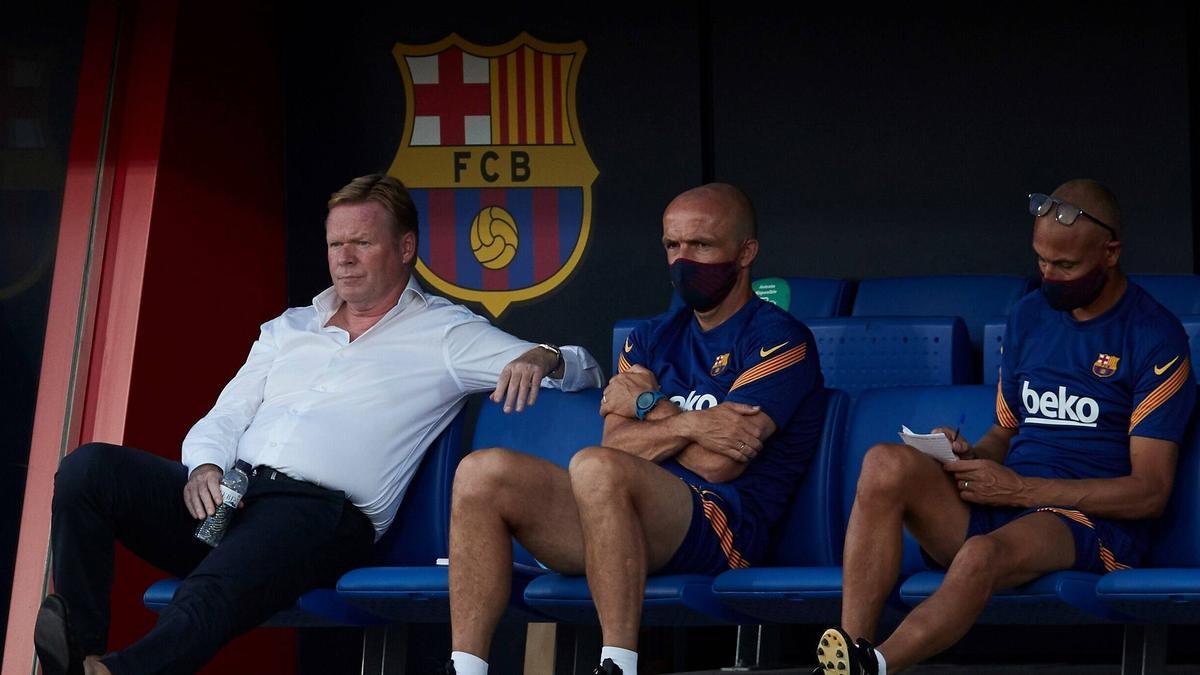 Ronald Koeman (l.) steht vor seinem Pflichtspieldebüt als Trainer beim FC Barcelona