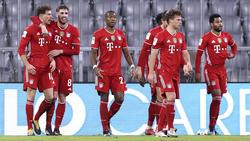 Leon Goretzka (l.) übernimmt die Rückennummer 8 von Javi Martínez beim FC Bayern