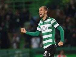 Bas Dost viert zijn doelpunt voor Sporting CP tegen CD Feirense. (08-01-2017)