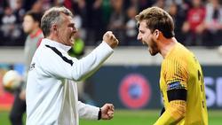 Frankfurts Keeper Kevin Trapp (r.) und Torwarttrainer Manfred Petz