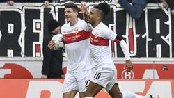 Daniel Didavi (r.) feiert mit Mario Gomez seinen Treffer zum zwischenzeitlichen 2:0