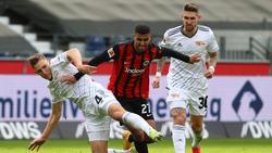 Ragnar Ache (M.) von Eintracht Frankfurt muss länger pausieren