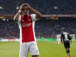 Vlak voor tijd heeft Riechedly Bazoer de 3-2 tegen NEC op zijn schoen, maar de middenvelder van Ajax mist. De verschrikking is van Bazoers gezicht af te lezen. (13-03-2016)