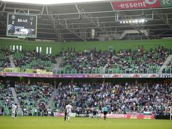 Er zijn flink wat lege plekken in de Euroborg tijdens de belangrijke play-offwedstrijd van FC Groningen tegen Heracles Almelo. (12-05-2016)