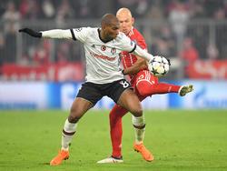 Ryan Babel (l.) scheiterte mit Besiktas im CL-Achtelfinale am FC Bayern