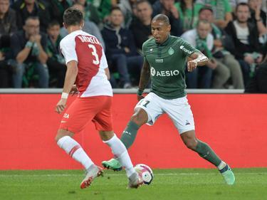 Gabriel Silva (dcha.) prueba a Barreca en un lance del juego. (Foto: Imago)
