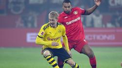 Julian Brandt (vorne) verletzte sich im Bundesligaspiel in Leverkusen
