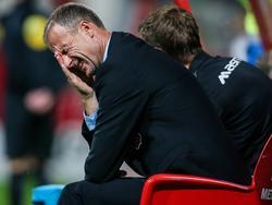 MVV-trainer Ron Elsen baalt als een stekker als hij ziet dat zijn team weer een kans om zeep helpt in het duel met De Graafschap. (19-09-2014)