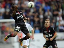 Sylvester Igboun steigt für den FC Midtjylland zum Kopfball hoch