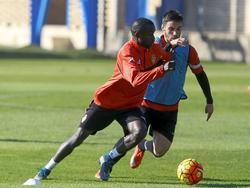 Diamanka jugó con molestias y tuvo que pedir el cambio en el 46'. (Foto: Getty)
