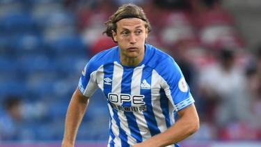 Michael Hefele wechselt vom Premier-League-Klub Huddersfield Town in die zweite englische Liga