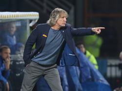 VfL Bochum-trainer Gertjan Verbeek geeft aanwijzingen tijdens de wedstrijd tegen SV Sandhausen. (14-10-2016)