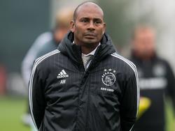 Ajax A1-trainer Aron Winter blijft rustig voor een wedstrijd van zijn team. (15-10-2016)