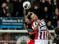 Excelsior-speler Jordy de Wijs (l.) in kopduel met Willem II speler Erik Falkenburg (r.). (25-02-2017)