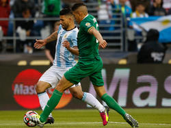 Bolivien wehrt sich gegen den Punktabzug nach Einsatz von Nelson Cabrera (in grün)