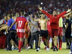 Los jugadores panameños saltan de alegría por el pase a Rusia. (Foto: Imago)