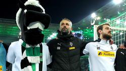 Marco Rose (Mi.) und Gladbach haben den Vorsprung auf den FC Bayern asugebaut