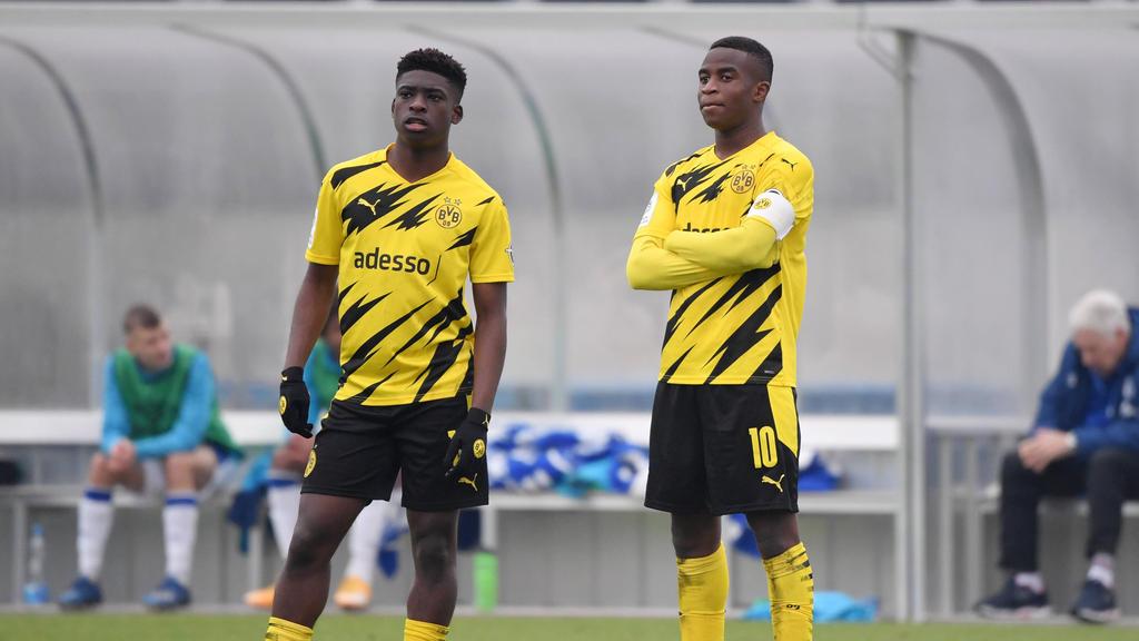 Samuel Bamba (l.) hat seinen Vertrag beim BVB verlängert