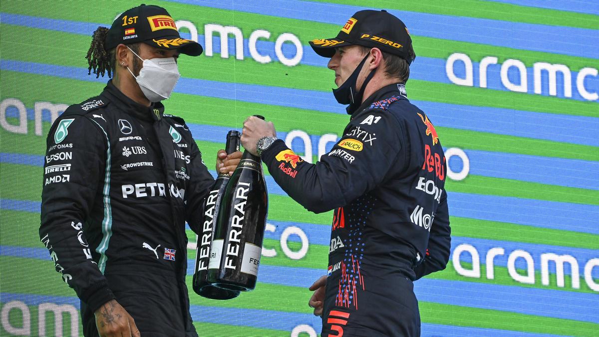 Den Gegner studieren: Hamilton fuhr in Barcelona lange direkt hinter Verstappen