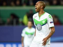 Naldo scoort in de laatste groepswedstrijd van de Champions League de 3-2 namens VfL Wolfsburg tegen Manchester United en schreeuwt het uit van blijdschap. (08-12-2015)