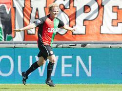 Björn Vleminckx heeft weer een doelpunt gemaakt voor NEC. De spits loopt juichend weg na zijn doelpunt tegen Roda JC. (01-05-2011)