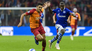 Ozan Kabak (l.) wechselt zum VfB Stuttgart