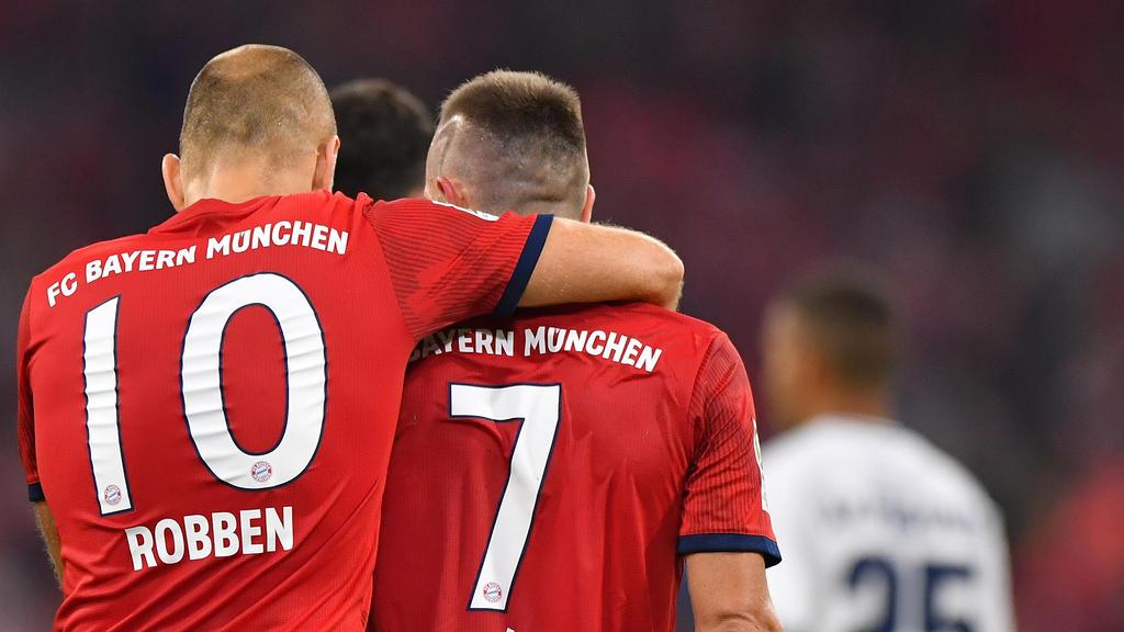 Arjen Robben und Franck Ribéry erhalten Sondertrickots zum Abschied beim FC Bayern
