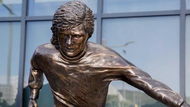In Belfast war die Statue von George Best enthüllt worden