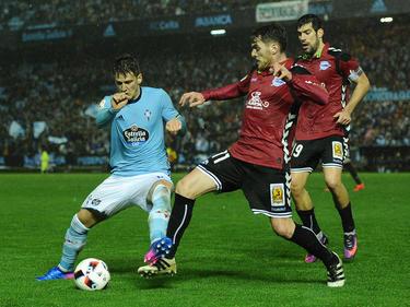 Los jugadores del Celta y del Alavés en la ida de semifinales. (Foto: Getty)