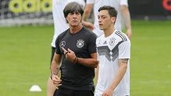 Mesut Özil (r.) absolvierte unter Löw 92 Länderspiele