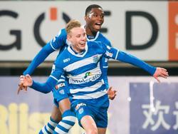 Rick Dekker (l.) en Kingsley Ezibihue kunnen hun geluk niet op na het doelpunt van eerstgenoemde tijdens ADO Den Haag - PEC Zwolle. (19-02-2016)