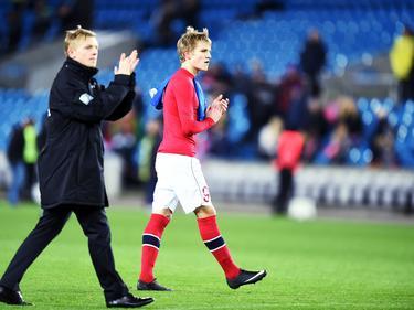 Martin Ødegaard bedankt het publiek na afloop van Noorwegen-Estland. (12-11-14)