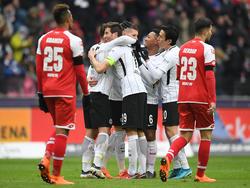 Jubel in weiß, Trauer in rot: Frankfurt gewinnt das Derby gegen Mainz