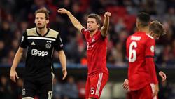 Thomas Müller (M.) hat sich zum Remis der Bayern geäußert
