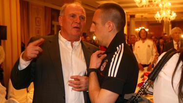 Franck Ribéry (r.) und Uli Hoeneß im Gespräch