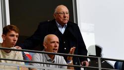 Uwe Seeler (o.) stürzte im September schwer