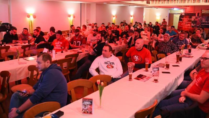 Das Team der Franken Knights verfolgte den Super Bowl