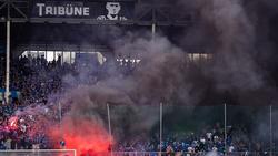 Die Anhänger von Waldhof Mannheim sorgten gegen Uerdingen für einen Spielabbruch