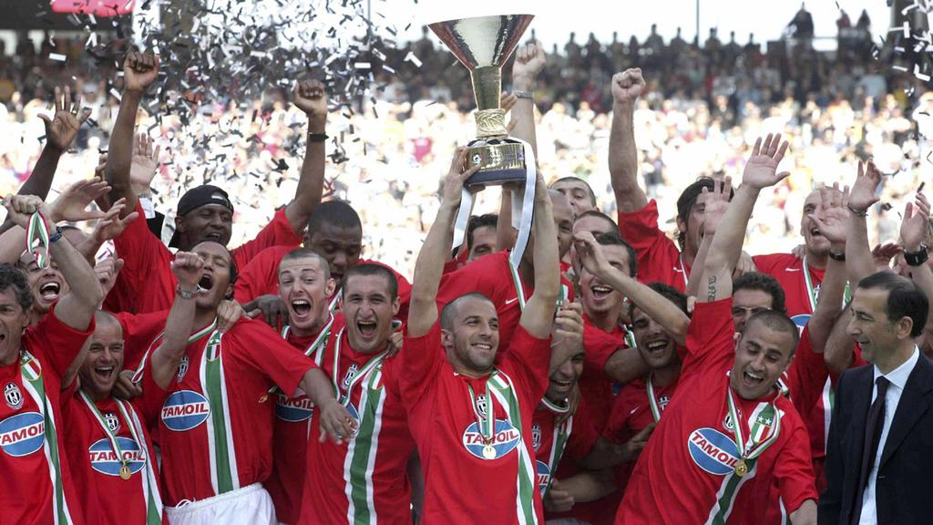 2006 bejubeln die Spieler von Juventus Turin den Meistertitel und verlieren ihn bald darauf