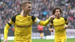 Marco Reus (l.) feiert mit dem heranlaufenden Axel Witsel ein Tor für Borussia Dortmund