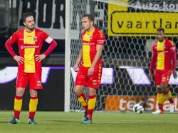 Go Ahead Eagles-aanvoerder Sander Duits en verdediger Xandro Schenk balen na de tegentreffer van Heracles Almelo vlak voor tijd. (19-11-2016)