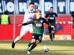 Sinan Tekerci (vorne) bleibt in der dritten Liga und wechselt zum FSV Zwickau