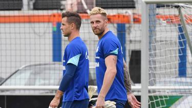 Ralf Fährmann (r.) soll beim FC Schalke 04 einen neuen Vertrag unterzeichnen
